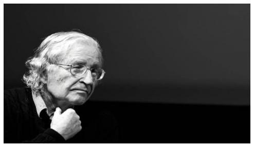 """Νόαμ Τσόμσκι: """"Η γενναία αντίσταση των Ελλήνων θα σώσει τους ίδιους και τους υπόλοιπους κατοίκους του πλανήτη"""""""