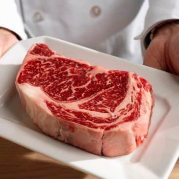 Δείτε τι τρώμε. Χημική κόλλα για κρέατα!!!  (Video)